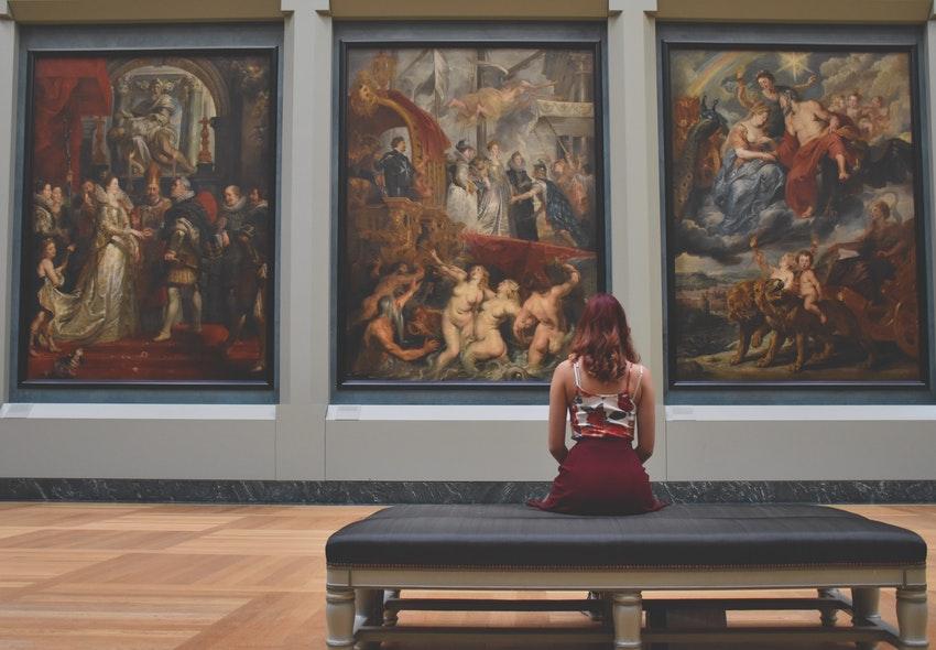 ¿Cuánto gana un Curador en Artes al 2019?