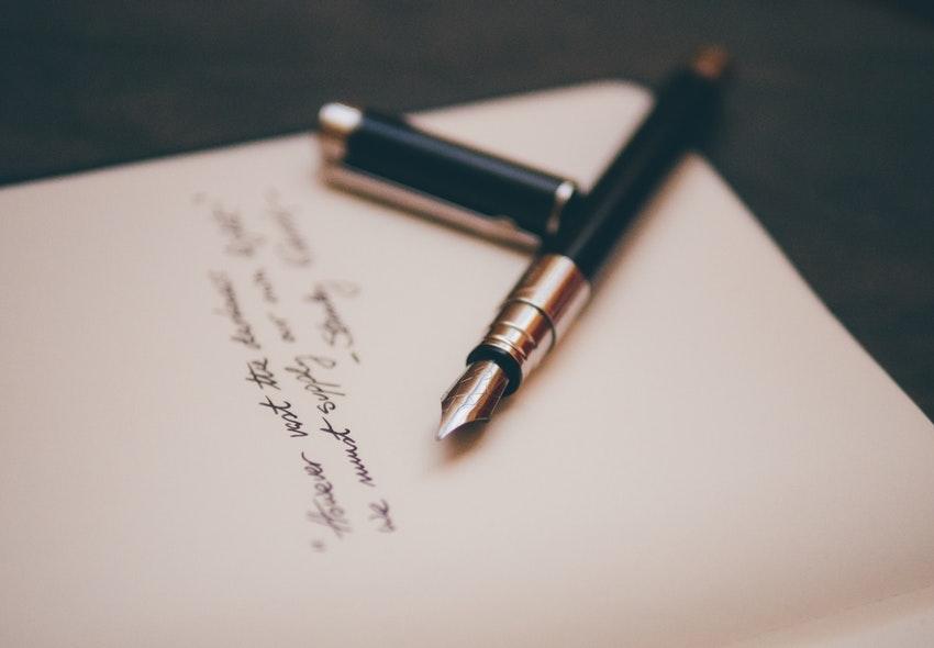 ¿Cuánto gana un Licenciado en Artes de la Escritura en 2019?